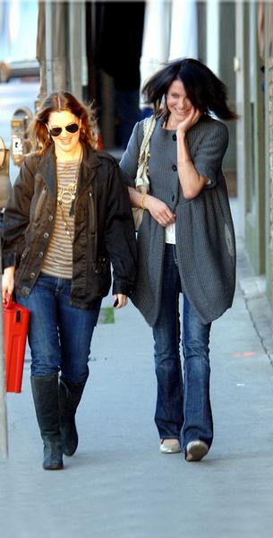 Камерон Диас и Дрю Бэрримор часто видели во время совместных прогулок