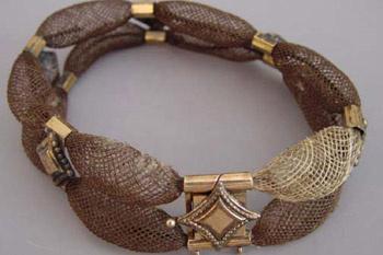 Еще одно украшение для волос, датированное приблизительно 1870 г.