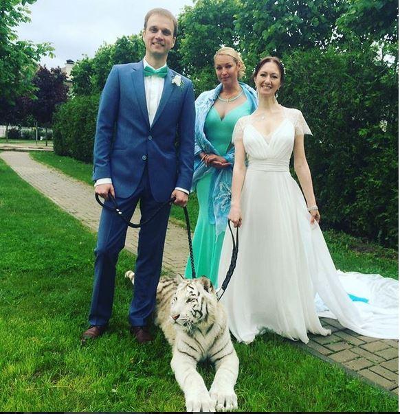 невеста без трусов случайно с фоткали