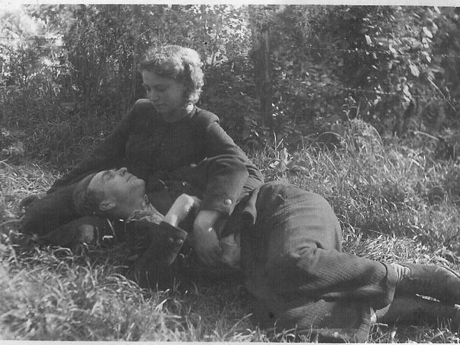После войны Федор нашел Лидию и женился на ней. 1947 год.