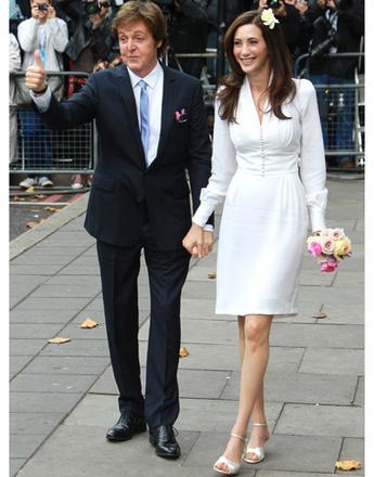 Пол Маккартни и Нэнси Шевелл после церемонии бракосочетания.