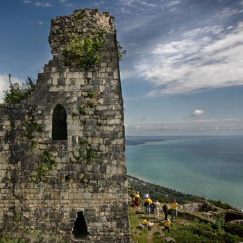 Греческая крепость в городке Новый Афон - одно из самых красивых мест в Абхазии.