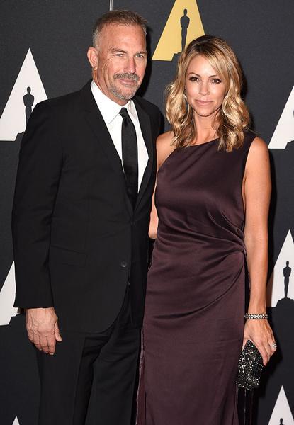 Кевин Костнер с супругой