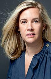 Элен Дарроз (Hélène Darroze), чье мастерство шеф-повара отмечено двумя звездами Michelin, руководит ресторанами в Париже, Лондоне и Москве. Ее сайт - helenedarroze.com.