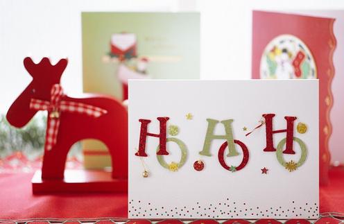 На выставке вы найдете огромный выбор оригинальных новогодних открыток.
