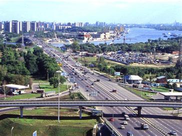 Шестиполосное Ленинградское шоссе теперь автомобилистам только снится