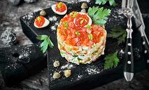 Салат оливье с семгой и красной икрой