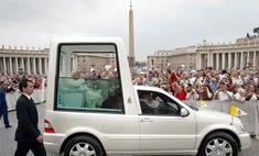 Папу римского обвинили в нарушении правил дорожного движения