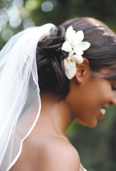 Как украсить цветами свадебную прическу   галерея [3] фото [1]