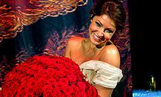 Анастасии Макеевой жених подарил миллион алых роз. Буквально!