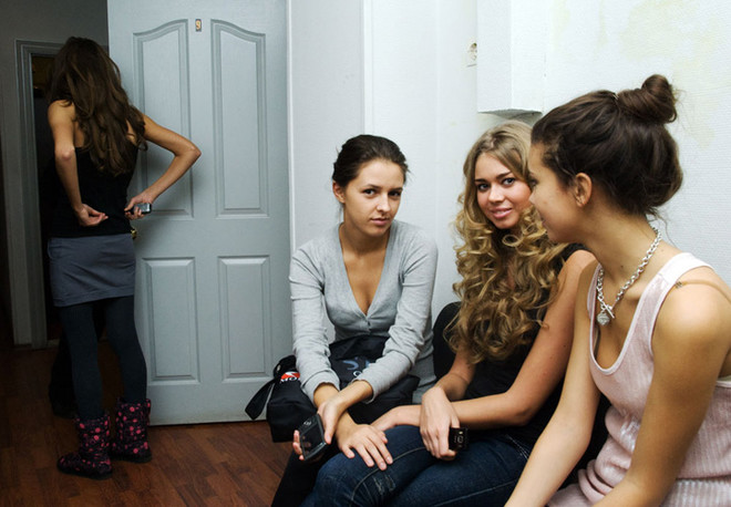 Девочки из модельного агентства в ожидании приглашения в кабинет. Невероятно красивые, обаятельные и ухоженные!