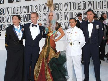 Армани (Armani) оденет Леди ГаГа(Lady Gaga)