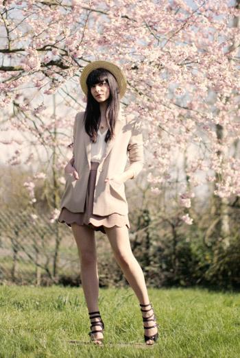 «Наконец-то, вишневые деревья зацвели!» – сказала Alix и, захватив фотографа и камеру, отправилась на природу.