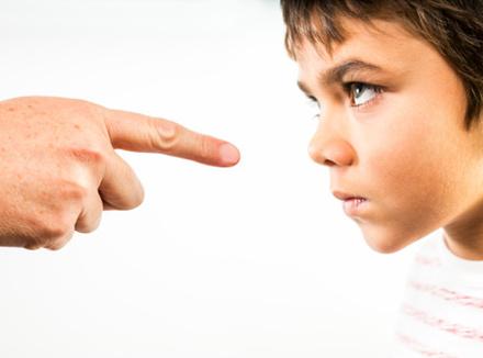 Ребенок начнет слушаться, если родители изменят свое поведение
