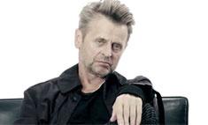 Михаил Барышников станцевал для рекламы одежды