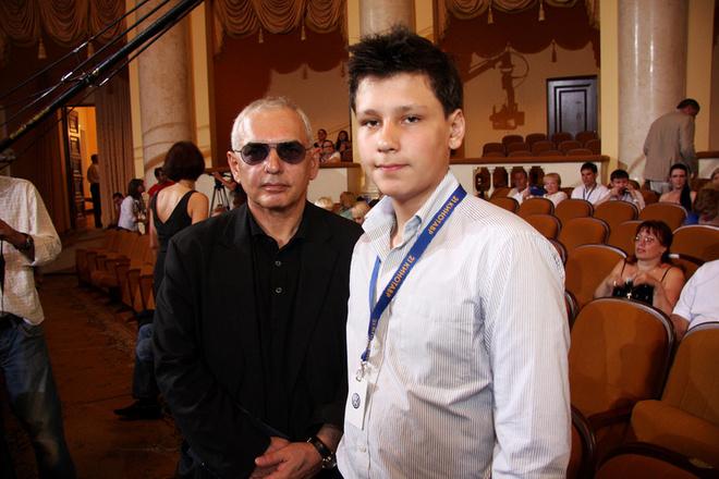 Председатель жюри Карен Шахназаров с сыном