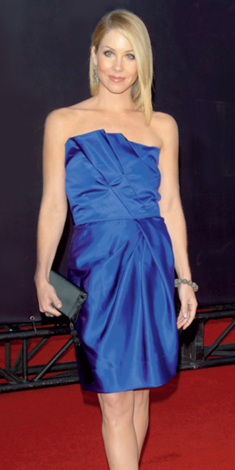 Кристина Эпплгейт в Donna Karan