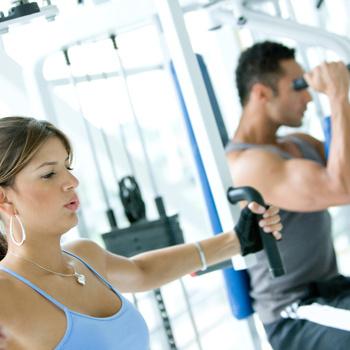 Подавляющему большинству женщин, занимающихся фитнесом, фигуры культуристок не грозят.