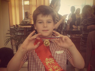 Сын Тины Канделаки Леонтий успешно окончил четвертый класс