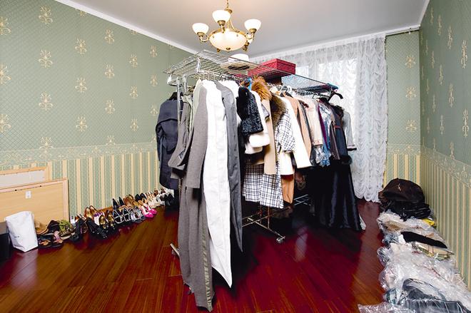 Пустую комнату Маша, не долго думая, превратила вгардеробную.