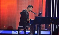 Иван Ургант спел в шоу «Голос» и потерпел поражение