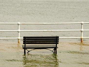 Потоки воды достигали восьми метров в высоту