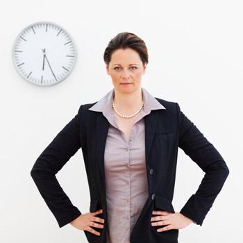Избавиться от сотрудника за опоздания в общем-то легко, хотя если вы задержались на работу не по своей вине, а имели на это уважительную причину, то правда на вашей стороне и увольнение вам не грозит.