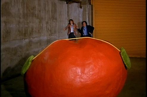 Кадр из фильма «Нападение помидоров-убийц»