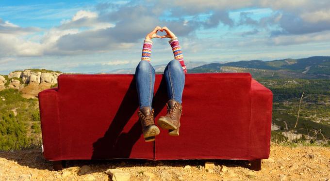 Как правильно лежать на диване: территория для лени