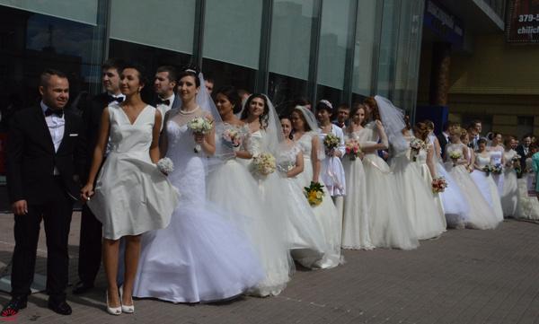Городская свадьба в День города, фото