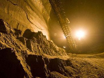 На шахте погибло 74 человека