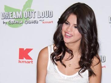 Селана Гомес (Selena Gomez) слелала временную татуировку с именем Джастина Бибера