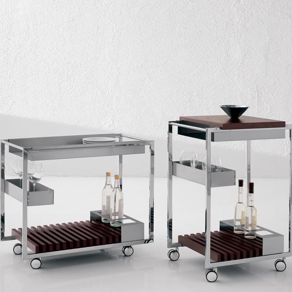 Для простоты ухода дополнительные элементы сервировочных столиков делаются съемными. Столики Mojito (Cattelan Italia). От 34 700 руб.