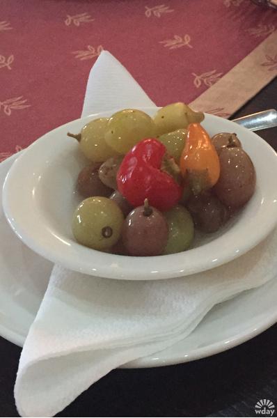 Даже виноград сербы маринуют с острым перчиком