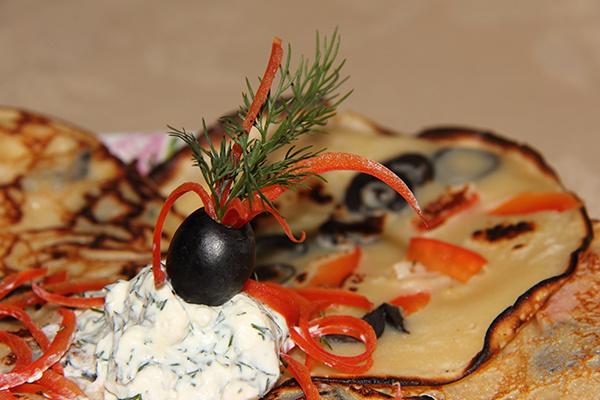 Оладушки с оливками и красным перцем