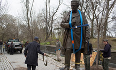 нью-йорке предложили заменить памятников великим мужчинам скульптуры великих
