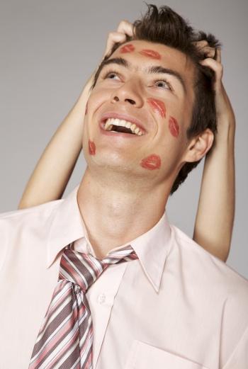 Психологи уже сошлись на мысли, что День офисной любви – прекрасный способ для застенчивых «белых воротничков» рассказать о своих тайных чувствах.