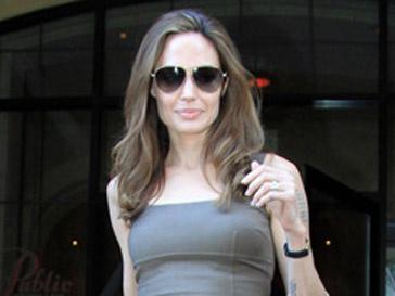 Помолвочное и обручальное кольца Андежлины Джоли создал ювелир Роберт Прокоп