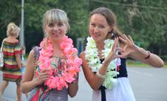 Флешмоб «День женственности»: волгоградки дарили улыбки и цветы