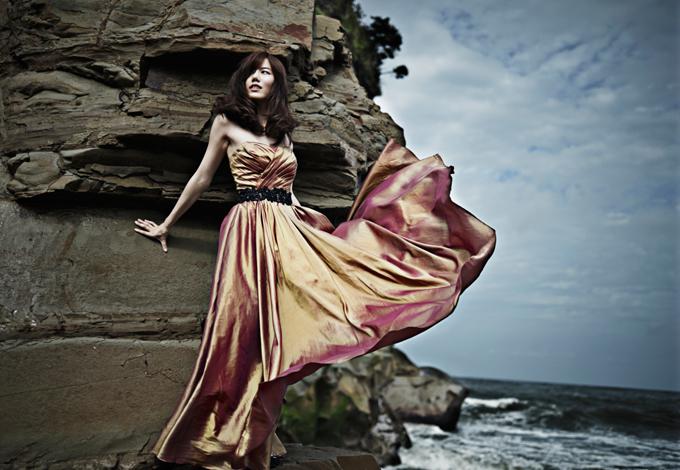 Женщина на берегу