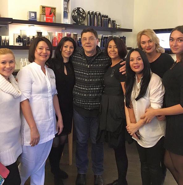 Сергей Маковецкий в салоне красоты, фото