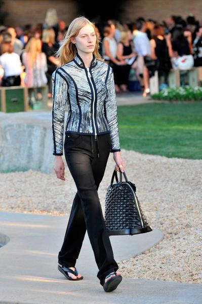 Показ круизной коллекции Louis Vuitton в Палм-Спринг   галерея [1] фото [8]