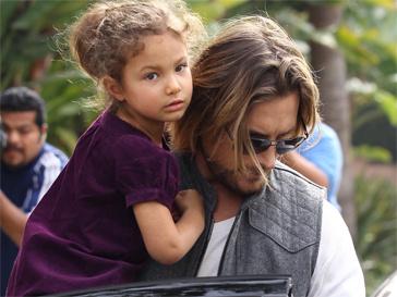 Теперь папарацци не скоро снова сфоторгафируют Гэбриела Обри с дочерью.