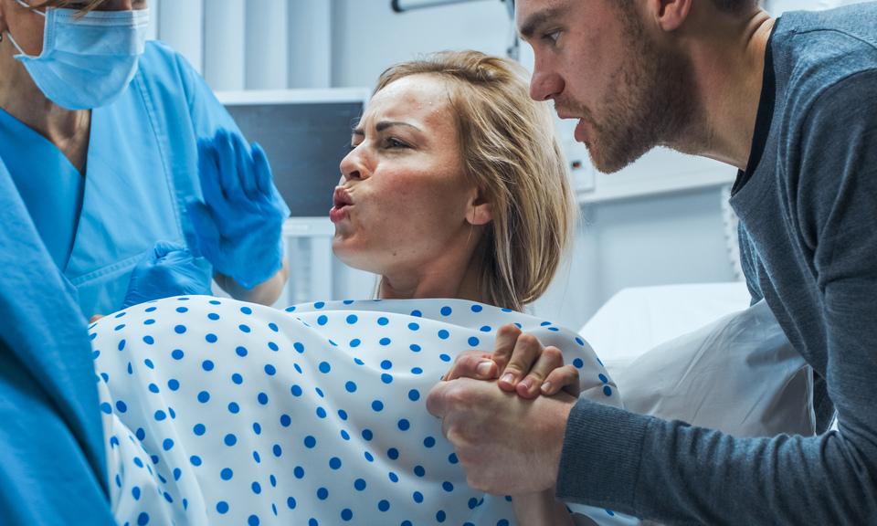 В какой позе легче рожать: мнение врача