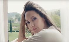 Анджелина Джоли впервые за долгие годы оголила ноги