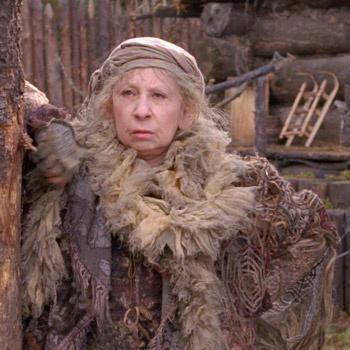 Лия Ахеджакова в роли грозной Бабы-Яги.