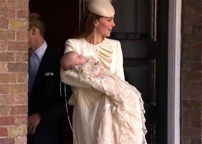 Кейт Миддлтон и младенец Джордж после крестин