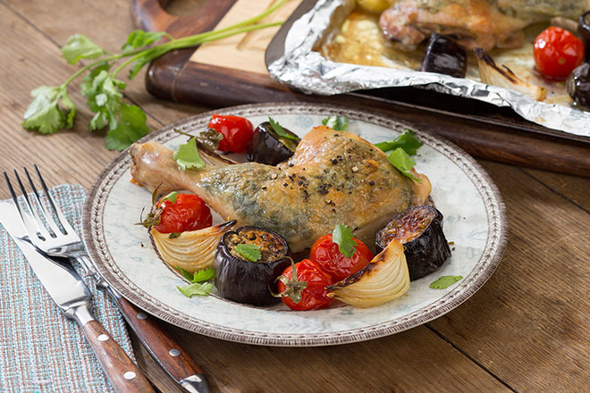 Курица с зеленью и овощами