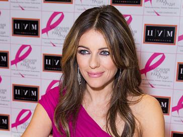 Элизабет Херли приехала в ЦУМ на вечер, посвященный Кампании против рака груди