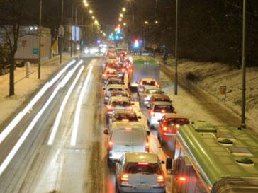 Коммунальные службы не справляются с заносами на дорогах